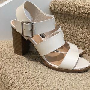 💐🌷Beautiful, creamy/white sandals NWT 👡